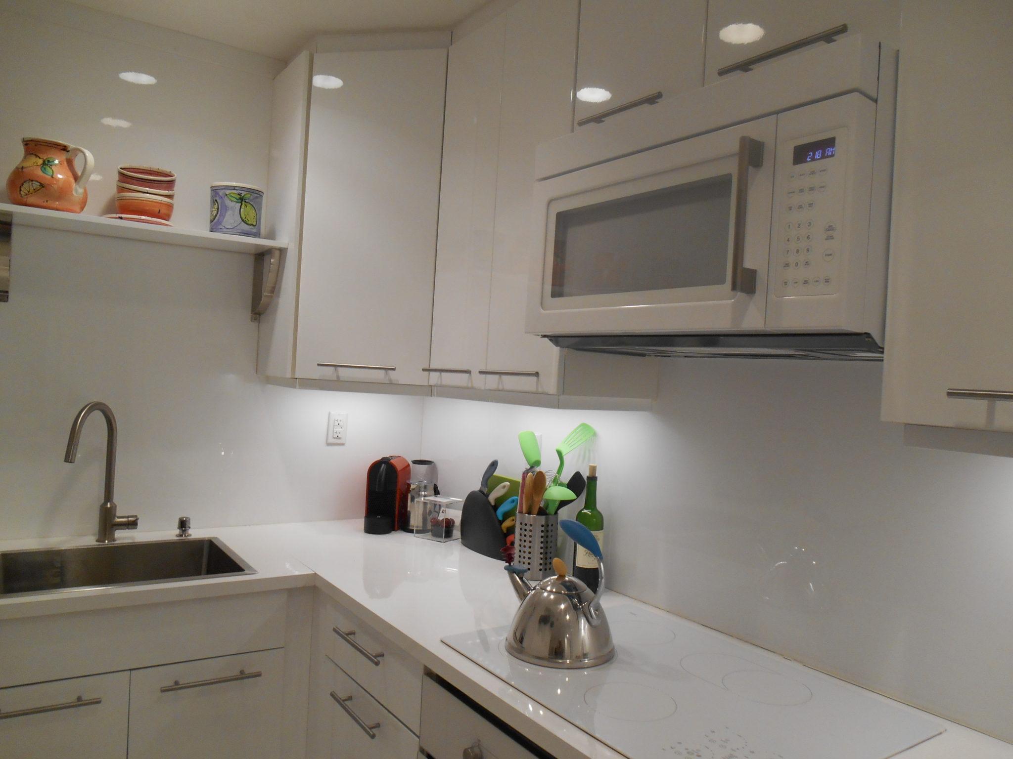 collins 1 br kitchen counterDSCN0044